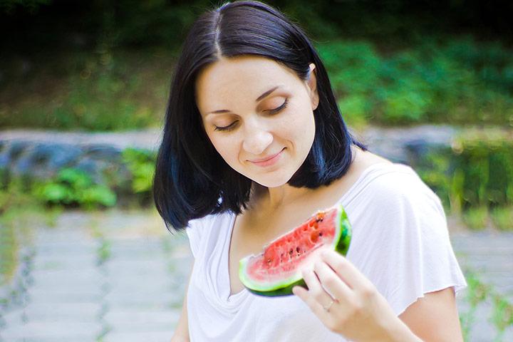 Bà đẻ có được ăn dưa hấu không